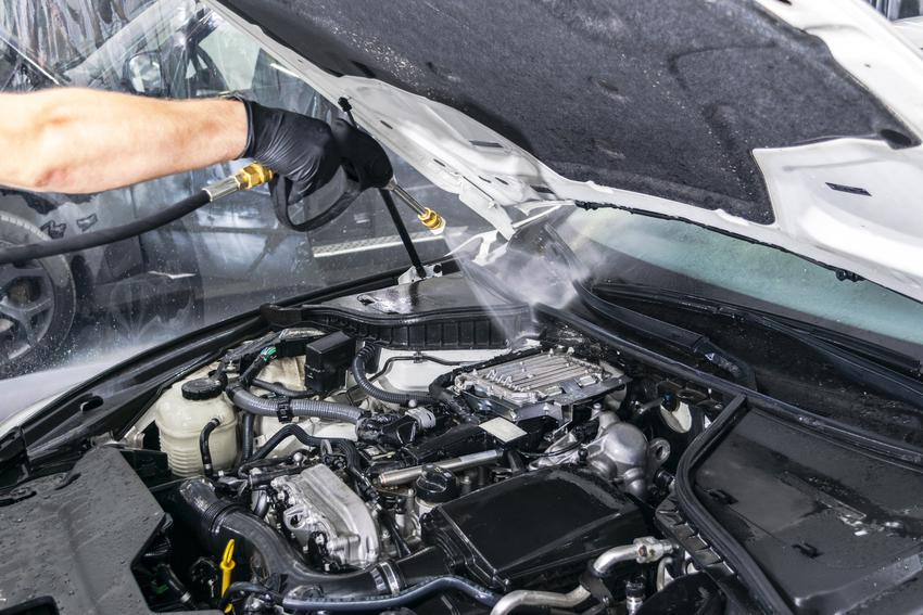 Uśredniona cena ręcznego mycia silnika od góry.