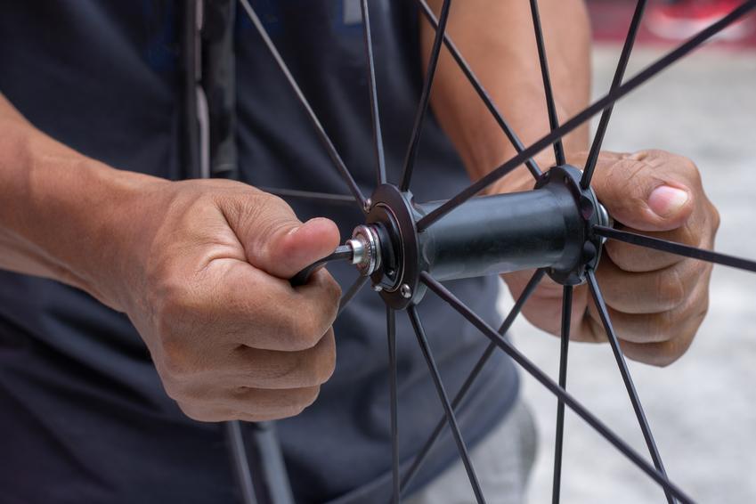Średni koszt wymiany piasty koła rowerowego.
