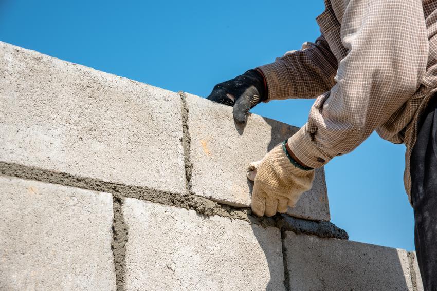 Budowa ścian nośnych o grubości do 44 cm. Cena obejmuje usługę murowania pustaków ceramicznych bez kosztów materiału.