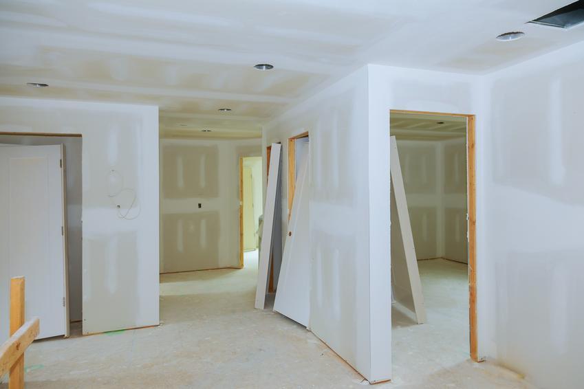 Budowa ścian działowych o grubości do 15 cm. Cena obejmuje uługę murowania z pustaków ceramicznych, betonu komórkowego, silikatów lub bloczków keramzytobetonu.