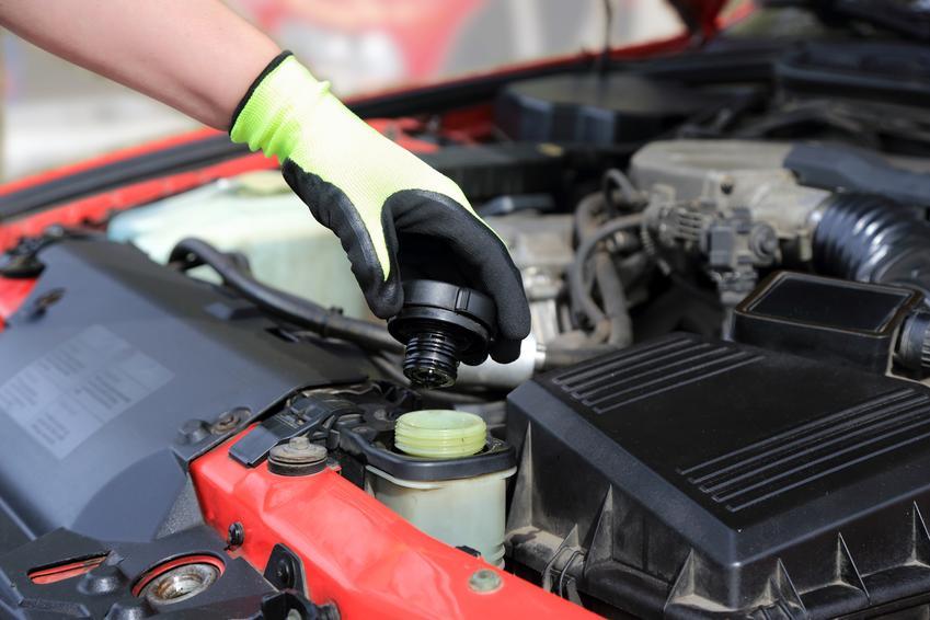 Średnia cena wymiany płynu hamulcowego w samochodzie osobowym. Cena podana wraz z kosztami płynu.