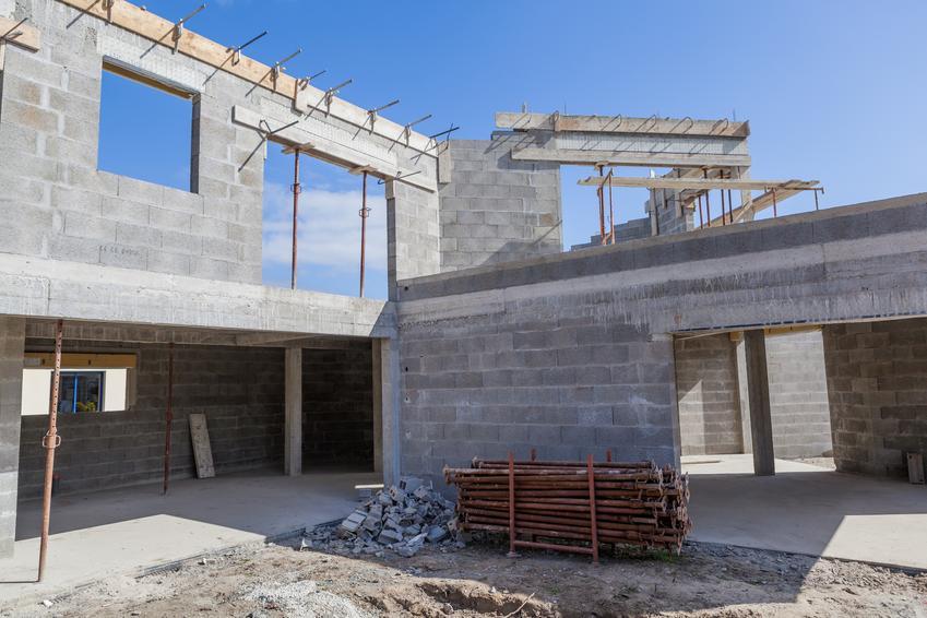 Koszt wykonania stropu Teriva na kondygnacji o powierzchni minimum 100 m2. Cena obejmuje robociznę bez materiału. Koszt materiału to dodatkowe 100-150 zł/m2. Strop Terifa z prefabrykatów wraz z płytą z nadbetonu i szalunkiem.