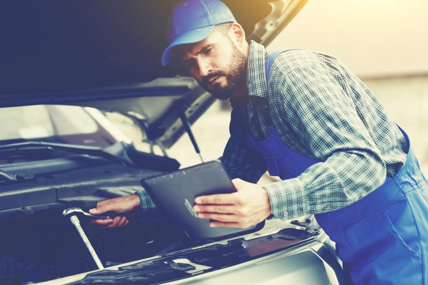 Średni koszt kasowania inspekcji olejowej. Samochody osobowe, normalny poziom skomplikowania prac. Stawka warsztatu z pośredniej półki cenowej.