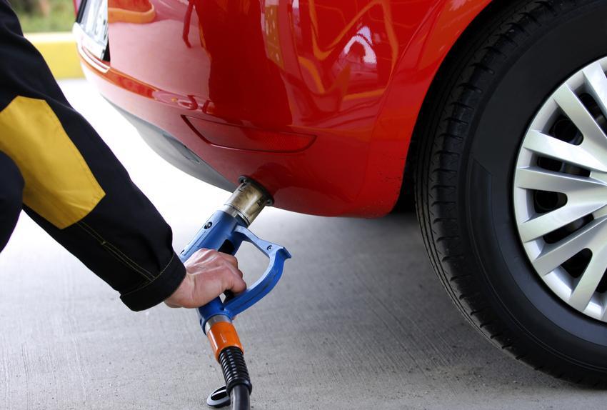Średni koszt instalacji LPG sekwencyjnego wtrysku gazu do samochodów z bezposrednim wtryskiem paliwa. Elektronika Stag 400 DPI, normalny stopień skomplikowania prac. Warsztat z pośredniej półki cenowej.