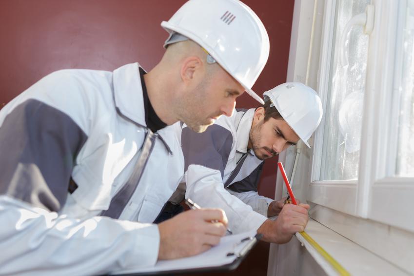 Koszt montażu parapetów wewnętrznych z drewna lub PCV.