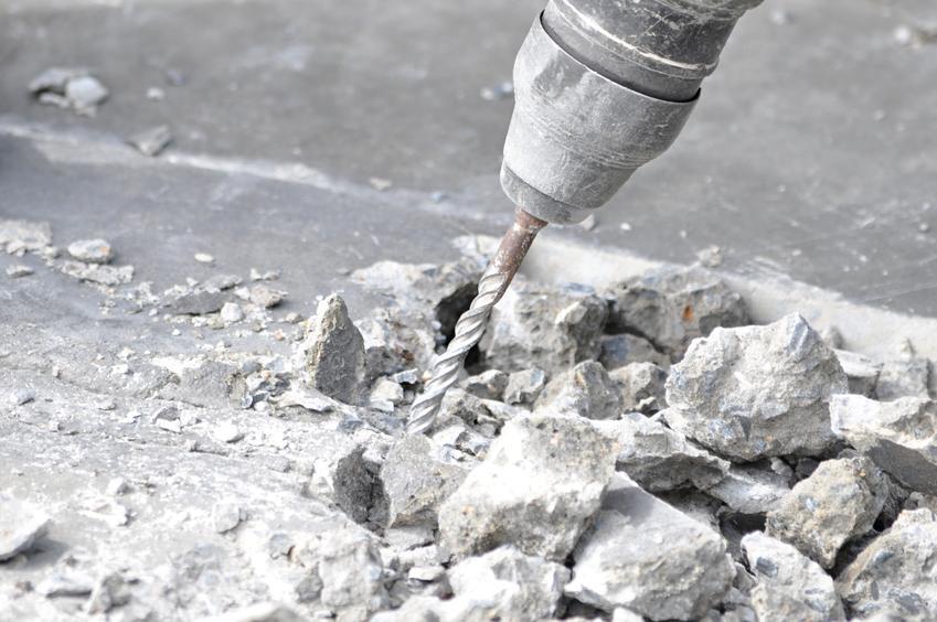 Średni koszt wiercenia otworów w betonie. Średnica otworu od 10 do 50 mm, normalny stopień skomplikowania prac. Technika diamentowa, wykonawca z pośredniej półki cenowej. Cena za 1 cm głębokości przewiertu.