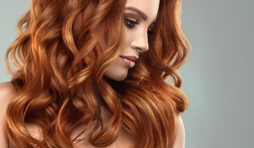 Średni koszt wykonania trwałej ondulacji na włosach krótkich. Normalny stopień skomplikowania usługi, salon fryzjerski z pośredniej półki cenowej.