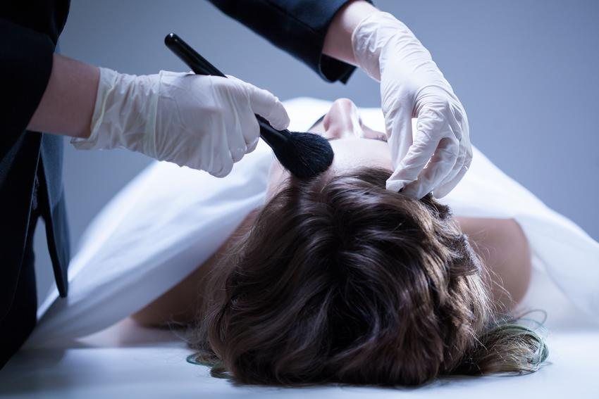Średnia cena przygotowania ciała do pogrzebu. W cenę wchodzi ubranie ciała, czesanie, makijaż oraz mycie. Zakład pogrzebowy z pośredniej półki cenowej.