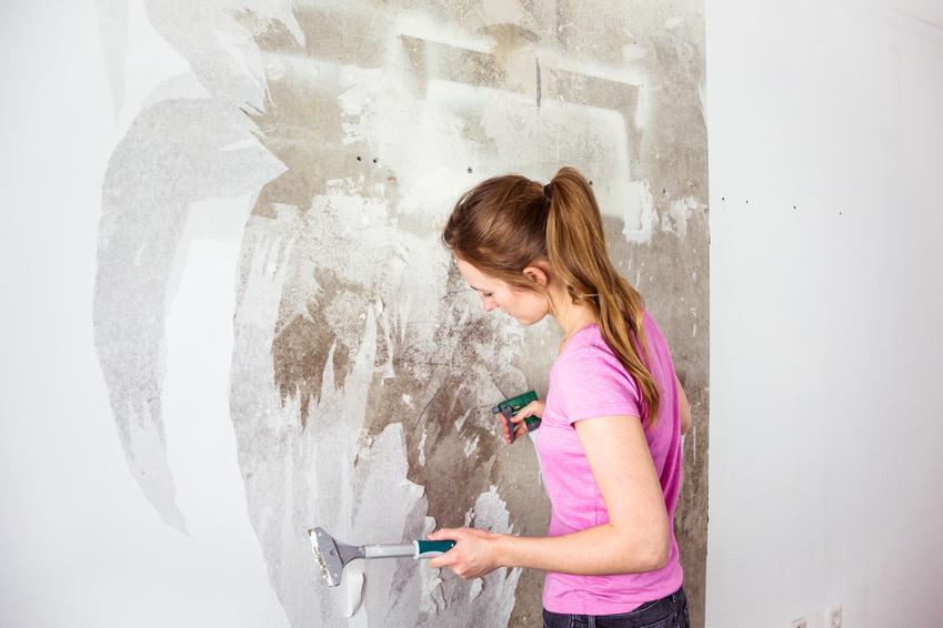 Usuwanie starej tapety z powierzchni ścian. Tapety klejone bez powłoki malarskiej.