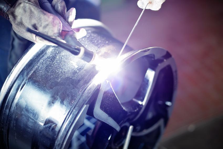 Średni koszt spawania aluminium. Cena za 1 cm spawu w aluminium o niewielkiej grubości. Ostateczna stawka usługi uzależniona od grubości spawanego materiału.