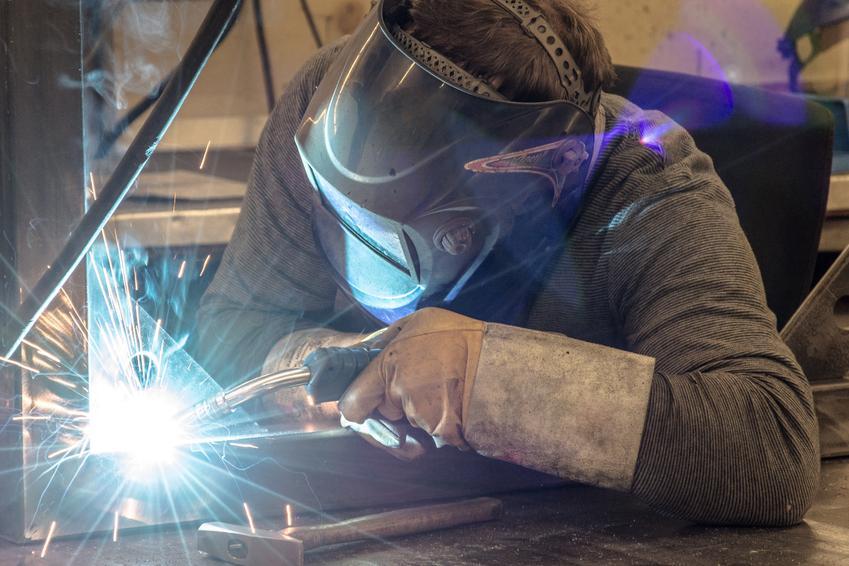 Średni koszt spawania stali nierdzewnej. Cena za 1 cm spawu w stali o niewielkiej grubości. Ostateczna cena usugi ustalana indywidualnie i uzależnina od grubości spawanego materiału.