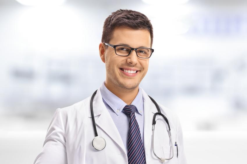 Średni koszt prywatnej wizyty u proktologa. Lekarz z tytułem doktorskim, cena jednokrotnej konsultacji bez dodatkowych badań. Cennik usług medycznych zwolniony z podatku VAT.