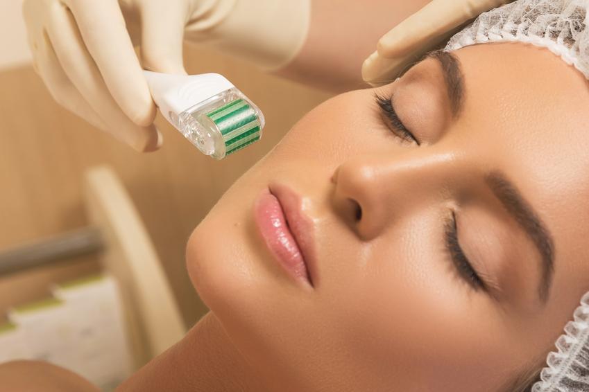 Średni koszt wykonania mezoterapii bezigłowej. Zabieg wykonany na twarzy oraz szyi. Gabinet kosmetyczny z pośredniej półki cenowej.