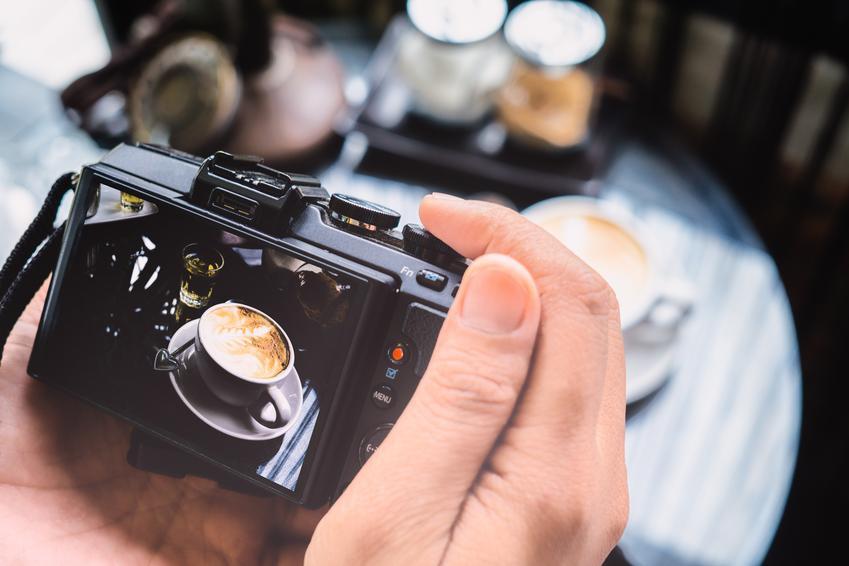 Średni koszt wykonania zdjęć produktowych typu packshot. W koszt wchodzi również obróbka zdjęcia. Cena za jedno ujęcie.