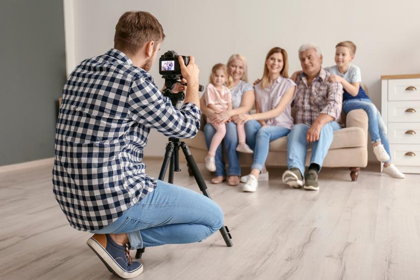 Średni koszt wykonania krótkiej sesji rodzinnej. Reportaż około 2 - 3 godzinny.