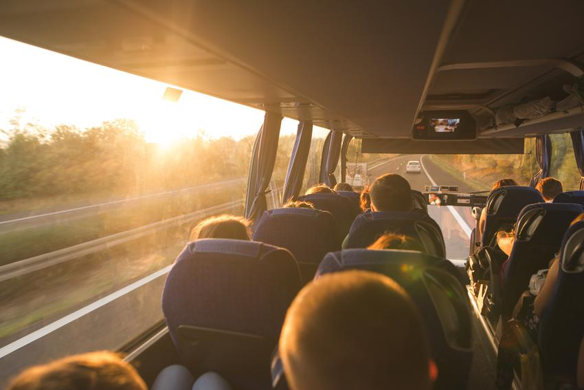 Średnia stawka wynajmu busa z 19 miejscami pasażerskimi plus kierowca. Stawka całodniowego przewozu przy maksymalnym limicie 300 kg. Czas jazdy kierowcy do 8 godzin.