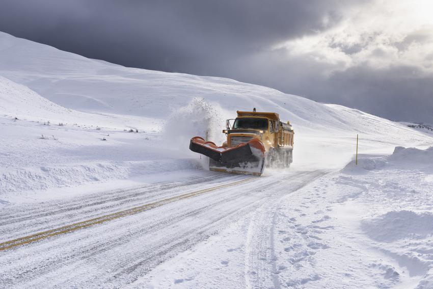 Średni koszt wywozu śniegu z posesji. Stawka za m3, firma z pośredniej półki cenowej.