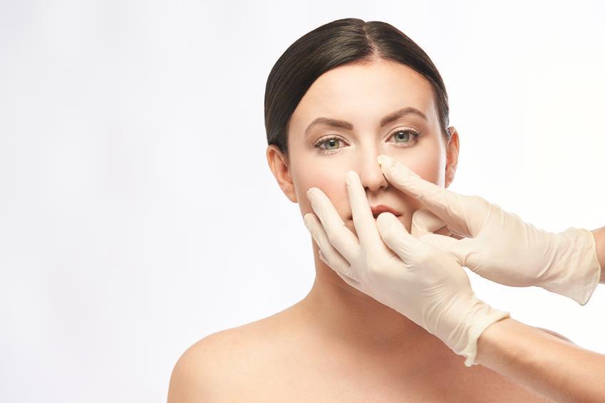 Średni koszt korekty części chrzęstnej nosa. Normalny stopień skomplikowania zabiegu, klinika medycyny estetycznej z pośredniej półki cenowej.