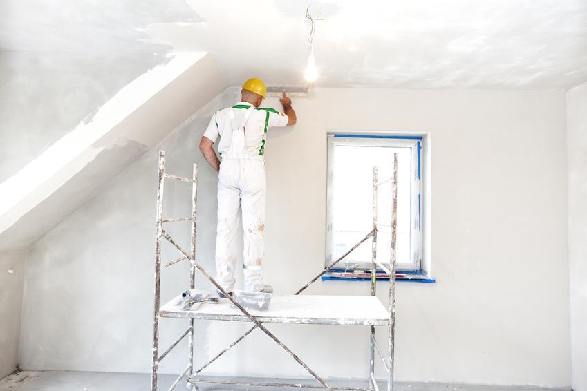 Kompleksowa usługa montażu półki z płyty kartonowo gipsowej. Prosta półka do 160 cm długości, docięta na wymiar i zamotnowana na ścianie o normalnym kształcie.