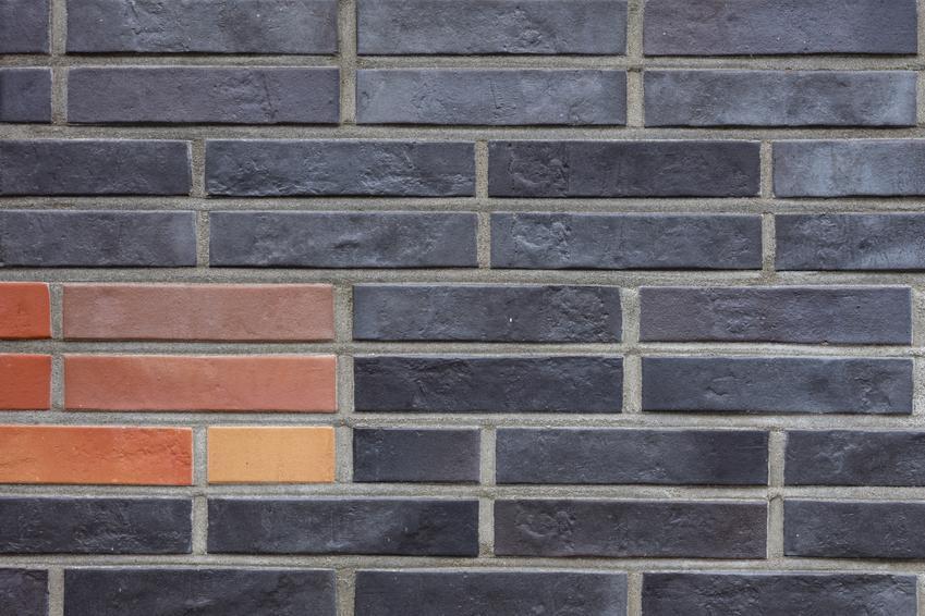 Średni koszt układania cegły klinkierowej na wysokości do 3 metrów.
