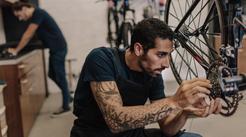 Ceny wymiany linki hamulca w rowerze w ponad 160 miastach w Polsce