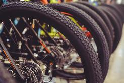 Cena wymiany dętki w rowerze w ponad 160 miastach w całej Polsce