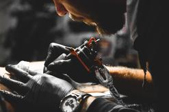 Ceny usuwania tatuaży w ponad 160 miastach w Polsce