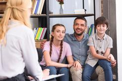 Cena rodzinnej terapii grupowej w ponad 160 miastach w Polsce
