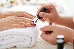 Cena malowania paznokci w ponad 160 miastach w Polsce