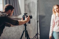 Cena studyjnej sesji u fotografa w 160 miastach w Polsce