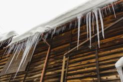 Cena skuwania lodu z dachu w ponad 160 miastach w Polsce