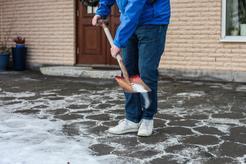 Cennik sypania solą chodników w ponad 160 miastach w Polsce